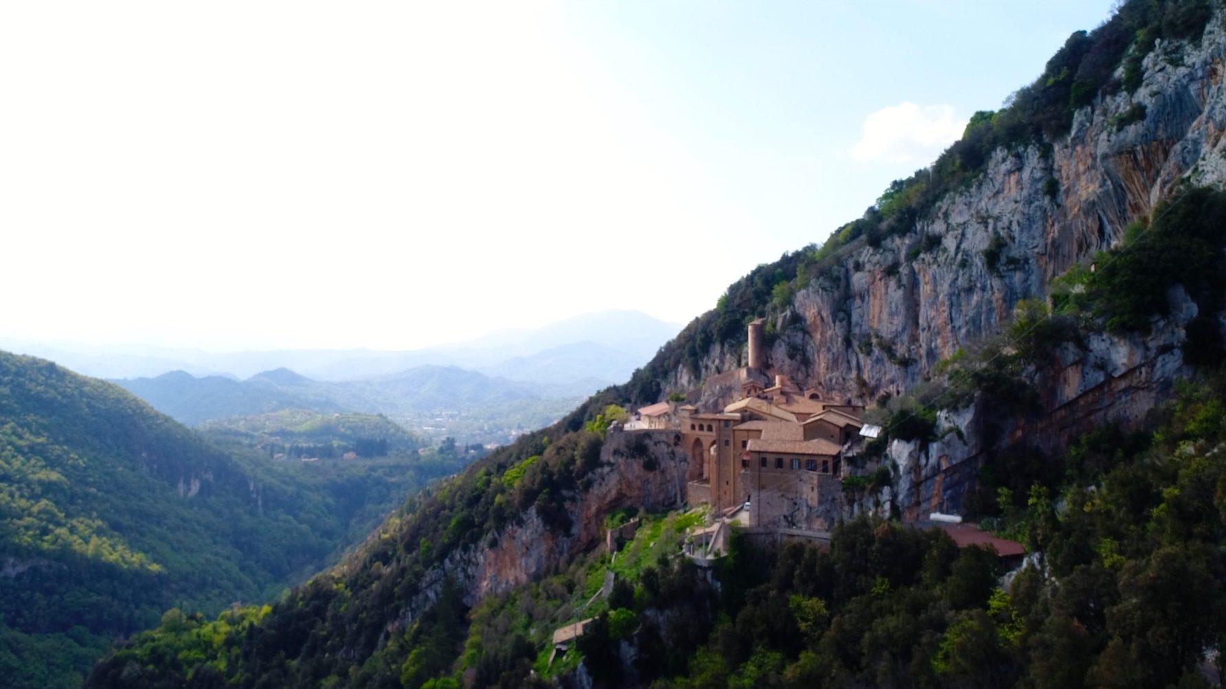 riprese fotografie aeree droni lazio monastero boschi natura