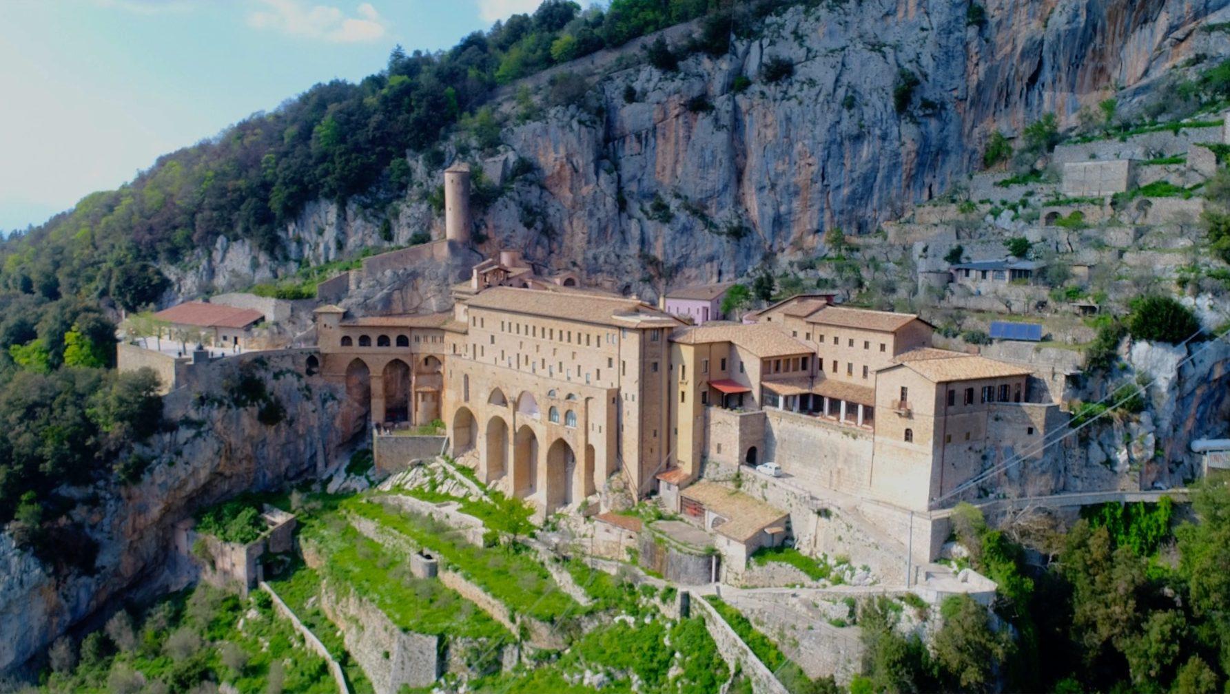 riprese fotografie aeree droni lazio monastero san benedetto sacro speco